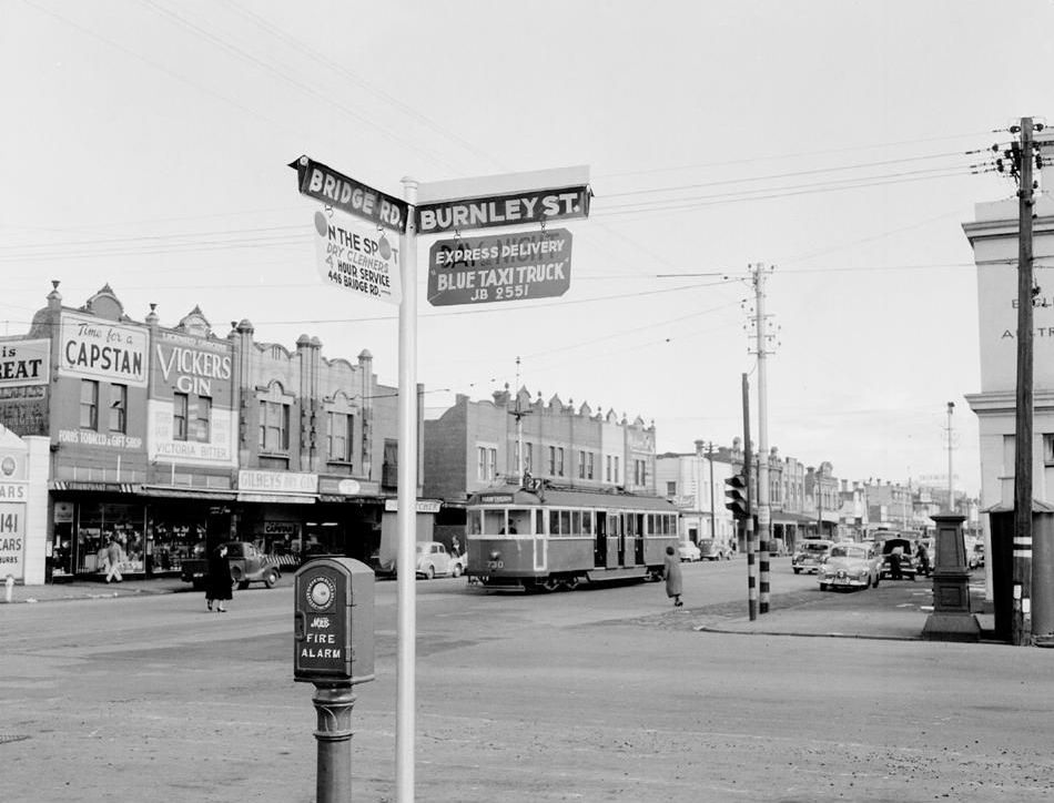 Richmond Son - A view of Bridge Road, Richmond in the 1950's